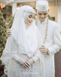 13 Gorgeous Wedding Dresses With Bling Muslim Wedding Gown, Hijabi Wedding, Muslimah Wedding Dress, Muslim Wedding Dresses, Muslim Brides, Bridal Dresses, Wedding Gowns, Wedding Abaya, Wedding Hijab Styles