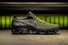 The Nike Air VaporMax Surfaces in Military Olive Summer Sneakers, Sneakers Nike, Sneakers Fashion, Men's Sneakers, Nike Shoes, Nike Running, Running Shoes, Baskets, Max Black