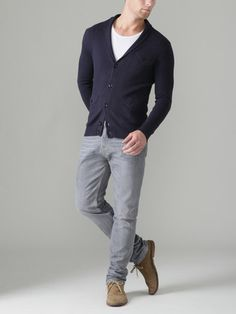 Raskas jeans grey jeans men, grey jeans outfit, navy cardigan, cardigan out Fashion Moda, Mens Fashion, Poses Modelo, Grey Jeans Men, Cool Outfits, Casual Outfits, Quoi Porter, Casual Wear For Men, Sharp Dressed Man