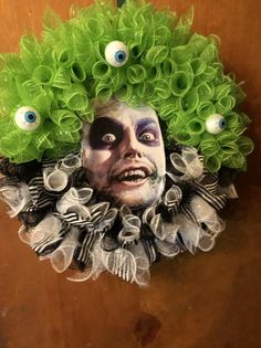 Holloween Wreaths, Scary Halloween Wreath, Cheap Halloween Costumes, Halloween Deco Mesh, Halloween Skull, Diy Halloween Decorations, Holidays Halloween, Halloween Crafts, Diy Halloween Reef