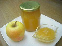 Marmellata di mele, per una sana colazione, su una fetta di pane o per guarnire o farcire, crostate o altri tipi di dolci. Con pochi zuccheri aggiunti.