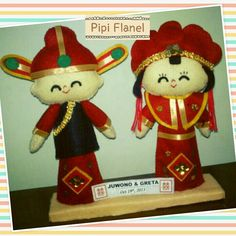 Hi, this cute feltdoll is wearing Chinese traditional wedding costume, made by Pipi Flanel.. Wanna see our feltdolls collection? Please visit our website at www.pipiflanel.com thank you :)