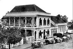 Depósito de farinha de trigo do importador W. Withers, na Rua Barão esquina com Rua José Loureiro. Foto do inicio da década de 1910 (Acervo Cid Destefani)