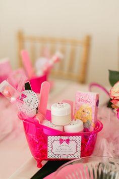 A Glitzy & Glam Barbie Spa Birthday Party: Cute spa kit favors Birthday Party Snacks, Barbie Birthday Party, Birthday Gifts For Teens, Sleepover Party, Carnival Birthday, Teen Birthday, Pajama Party, Spa Party Favors, Pamper Party