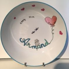 Assiette ronde et creuse de porcelaine, pour bébé ou jeune enfant Creations, Plates, Tableware, Young Children, Plate, Porcelain, Licence Plates, Dishes, Dinnerware