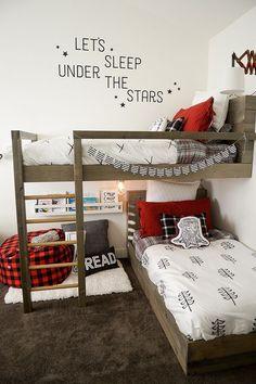 A cute lumberjack room makeover - diy kid room ideas,diy childrens room ideas,diy boy room ideas Bedroom Hacks, Kids Bunk Beds, Boys Bunk Bed Room Ideas, Bunk Bed Ideas For Small Rooms, Bunkbeds For Small Room, Diy Bunkbeds, Twin Beds For Boys, Corner Bunk Beds, Bunk Bed Rooms