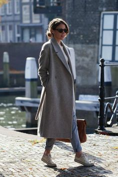 Grey Coat Outfit Ideas to Copy Now 2020 Winter Fashion Outfits, Grey Fashion, Autumn Fashion, Fashion Clothes, Long Coat Outfit, Long Grey Coat, Grey Coats, Langer Mantel, Amy Jackson
