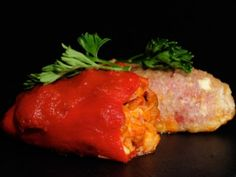 Receta   Pimientos rellenos de txangurro - canalcocina.es Tapas, Basque Food, Spanish Food, Omelette, Churros, Flan, Meatloaf, Mexican Food Recipes, Good Food