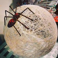 Lampara de hilo, con araña de papel incorporada