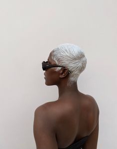 Black Girl Aesthetic, Aesthetic Hair, Aesthetic Clothes, Pretty Black Girls, Black Is Beautiful, Short Platinum Hair, Poses, Curly Hair Styles, Natural Hair Styles