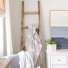 Happy Monday! Heres a quick #diyproject to put on your #todolist this week. This simple angled blanket ladder is easy to build and looks great in any room! Get my #free plans by clicking on the link in my profile @thediyhubs. #woodwork #interiordesign
