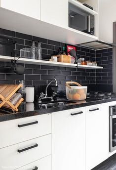 Amazing Kitchen Backsplash Ideas That Totally Steal the Show Grey Kitchen Cabinets, Kitchen Appliances, Kitchens, Kitchen Living, Kitchen Decor, My House, Future House, Survival Blanket, Romantic Homes