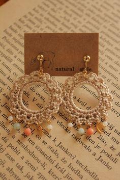 miyachika rev crochet earrings Crochet Jewelry Patterns, Crochet Earrings Pattern, Crochet Bracelet, Crochet Accessories, Fabric Earrings, Diy Earrings, Earrings Handmade, Handmade Jewelry, Quilling Earrings