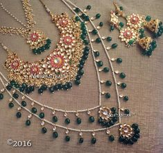 Bridal Jewelry Kundan Sets gives you a wide range of Kundan jewelry, here you will get stunning designs of Kundan bridal sets, Kundan earrings and Kundan necklace. Pakistani Bridal Jewelry, Indian Wedding Jewelry, Indian Bridal, Bridal Jewelry Sets, Bridal Sets, Bridal Jewellery, Indiana, Kundan Set, Gucci