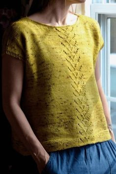 Another very special pattern designed by Andrea Yetman, combining her love of arisanal yarns and designing stylish knitting patterns. This pattern is available free of charge thanks to Biscotte Yarns and Louise Robert Design ''Andrea's Tee was inspired b Knitting Patterns Free, Knit Patterns, Free Knitting, Free Pattern, Designer Knitting Patterns, Simply Knitting, Drops Patterns, Sock Knitting, Knitting Machine
