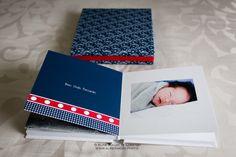 Álbum + caixa tecido super delicada. Diagramação inspirada na decoração do quartinho do bebê. Diagramação: All Pictures | fotos: Aline Inagaki de Lorenzo