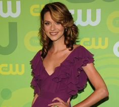 Great color on Hilarie Hilarie Burton, Supernatural Jensen Ackles, Hospital Tv Shows, Peyton Sawyer, Bouncy Curls, One Tree Hill, White Collar, Thinspiration, The Cw