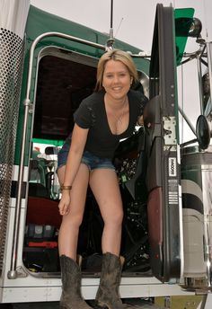 sexy female truck drivers