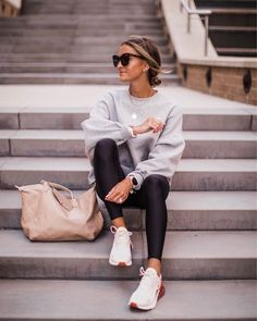 10 Ways to Revive a Workout Routine (If You've Totally Given Up) Look Casual Otoño, Casual Sporty Outfits, Sport Outfits, Winter Outfits, Casual Sneakers Outfit, White Sneakers Outfit Spring, Sneaker Outfits Women, Athleisure Outfits, Athleisure Fashion