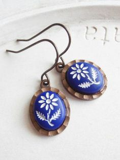 Vintage Cabochon Earrings - Blue and White Daisies.  Reminds me of my Nana who was Finnish.