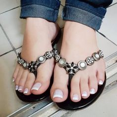 57 Crystal Shoes Trending Now - Shoes Styles & Design Pretty Toe Nails, Pretty Toes, Sexy Sandals, Bare Foot Sandals, Sandals 2014, Pretty Sandals, Feet Soles, Women's Feet, Pies Sexy