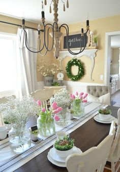 Simple Farmhouse Spring Tablescape perfect for Easter. Easter table decor ideas.