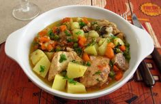 A very nutritious recipe for the whole family, chicken broken into pieces wrapped with potatoes, peas and carrots, confectioned in a saute of olive oil...