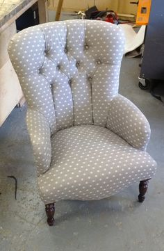 Small deep button backed arm chair.