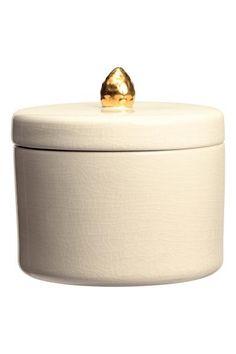 Boîte en grès: Boîte en grès à la surface craquelée. Couvercle assorti surmonté d'un bouton doré. Hauteur 10 cm, diamètre 13 cm.