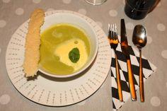 Doperwtensoep met Limoncello, Saffraanschuim & Parmezaankoekje