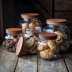 He encontrado este interesante anuncio de Etsy en https://www.etsy.com/es/listing/188497452/wood-pantry-jar-lids-covers-for-glass