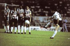 Sport Club Corinthians Paulista - Neto cobra falta em jogo contra o Atlético-MG, pelo Campeonato Brasileiro de 1990