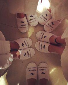 Kylpylähommia tyttöjen kanssa 💕 Täällä on hyvä juhlia synttäreitä, baby showereita, kesäloman alkua, koeajan loppumista töissä ja ylipäätään nauttia rentoutumisesta ihanien ystävien kanssa 😘  #langvikhotel #långhotsummer http://www.langvik.fi/