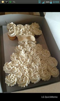 Way cute cake idea! Perfect for a bridal shower.  Hmmm Maybe I can use this idea for my sister's shower.