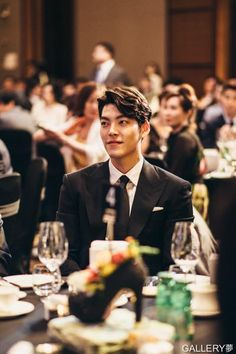 Ugh it should be a crime to look this good! Kim Woo Bin, Asian Actors, Korean Actresses, Korean Actors, Heirs Korean Drama, Won Bin, Uncontrollably Fond, Star Awards, Seo Joon