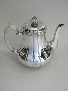 ANTIQUE VICTORIAN SILVER COFFEE POT LONDON 1865 ROBERT GARRARD