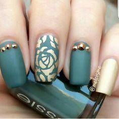 Emerald and gold nails. Nail art. #naildesign #nailart #jewels