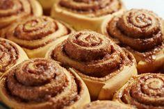 Ninety-Minute cinnamon rolls recipe desserts булочки, выпечк Baking Recipes, Dessert Recipes, Brunch Recipes, Delicious Desserts, Yummy Food, Gluten Free Cinnamon Rolls, Galette, Rolls Recipe, Sweet Bread