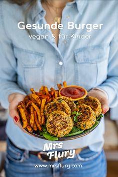 Gesunde Burger und Pommes selber machen Mrs Flury  Kichererbsen Burger, Hamburger Rezept, gesunder Burger, vegan, Protein Pattie, Kartoffel Pommes, Backofen Pommes Rezept, Kinder Lieblingsgericht, Kochen mit Kindern  #burger #hamburger #gesund #gesunderezepte #mrsflury Clean Eating Vegetarian, Vegetarian Recipes, Burger Co, Delicious Burgers, Food Menu, Kids Meals, Veggies, Dinner, Cooking