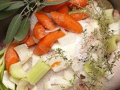 The Tucci Table Recipe: Healthy Chicken Stock - http://hellosexy.me/healthy-chicken-stock/