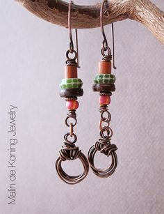 Earrings by Malin de Koning. www.beadingbymalindekoning.blogspot.se/2015/01/stacked-earrings-challenge.html