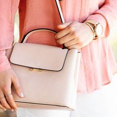 Happiness is a perfect handbag   #mango #spring #handbag #bag #newweek #pink #powder #style #fashion #fashionista #fashiongram #trend #elegant #chic #myoutfit #outfitideas #stylegram #blogging #bloggerlife #details #fashiondetails #instadaily #instagood #instamood #girlboss #stylish #ontheblog #newgoals #blogger #zkstyle
