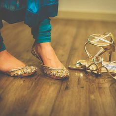 Looking for a punjabi jutti to glam up your wedding dress? Wait, juttis have lot more to offer. check this label for how to wear jutti with any outfit. Wedding Shoes Bride, Bride Shoes, Stylish Sandals, Cute Sandals, Girls Party Wear, Pakistani Fashion Party Wear, Bohemian Shoes, Indian Shoes, Bridal Sandals
