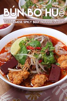 My Viet friend Be's sharing her famous Bun Bo Hue recipe! She is actually from the Huế area in Vietnam and hands down her Bun Bo Hue is the BEST. Beef Noodle Soup, Beef And Noodles, Rice Noodle Soups, Bun Bo Hue Recipe, Bo Bun, Viet Food, Vietnamese Cuisine, Mets, Asian Recipes
