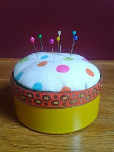 Nadelkissen auf Dose / Pin cushion on tin container / Upcycling