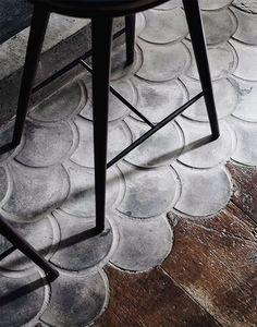 Extensive range of parquet flooring in Edinburgh, Glasgow, London. Parquet flooring delivery within the mainland UK and Worldwide. Fish Scale Tile, Decoracion Vintage Chic, Vintage Decor, Vintage Style, Herringbone Wood Floor, Beton Design, Concrete Floors, Wood Flooring, Cement Tiles