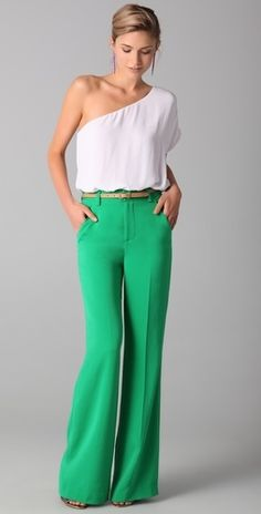 I want these green pants. I want a job to wear these green pants to. Looks Style, Style Me, Look Fashion, Womens Fashion, Fashion Shoes, Girl Fashion, Green Pants, Green Dress, Athleisure