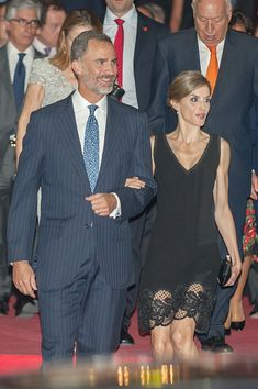 Spanish Queen, Spanish Royalty, Spanish Royal Family, Estilo Real, Queen Letizia, Royal Fashion, Classy Outfits, King, Spain