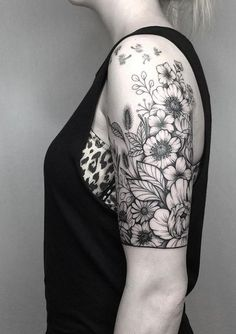 Fascinating sleeve tattoos for women: tips and ideas – sleeve wrist t … - flower tattoos Tattoos For Women Half Sleeve, Full Sleeve Tattoos, Tattoo Sleeve Designs, Tattoos For Guys, Half Sleeve Flower Tattoo, Floral Sleeve Tattoos, Styles Of Tattoos, Feminine Sleeve Tattoos, Feminie Tattoos