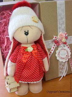 Зайка одень шапочку..холодно... - ярко-красный,зайка,зайка девочка,зайка в подарок